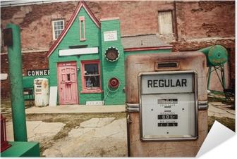 Zelfklevende Poster Verlaten benzinestation aan de Route 66