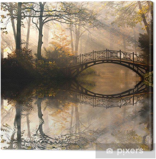 Canvas Autumn - Oude brug in het najaar mistige park -