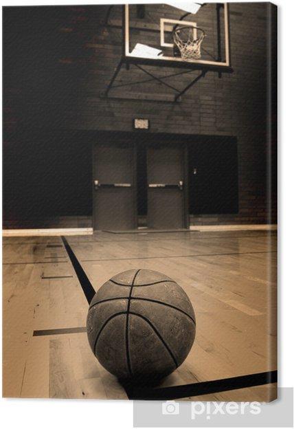 Canvas Basketbal op hof met hoepel op de achtergrond - Basketbal