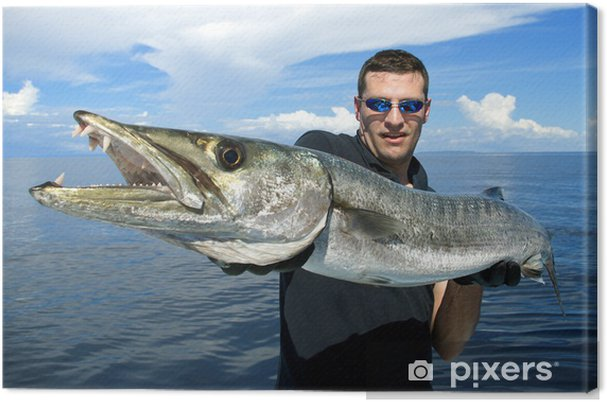 Canvas Gelukkige visser die een gigantische barracuda - Buitensport