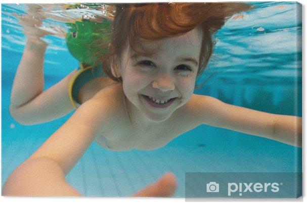 Canvas Het meisje glimlacht, zwemmen onder water in het zwembad - Vakantie