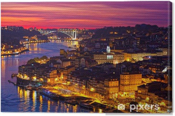 Canvas Heuvel met oude centrum van Porto bij zonsondergang close-up, Portugal - iStaging