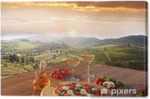 Canvas Italiaanse pizza en glazen witte wijn in Chianti, Italië -