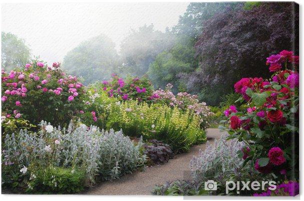 Canvas Kunstbloemen in de ochtend in een Engels park -