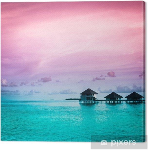 Canvas Over water bungalows met stappen in verbazingwekkende groene lagune - Thema's