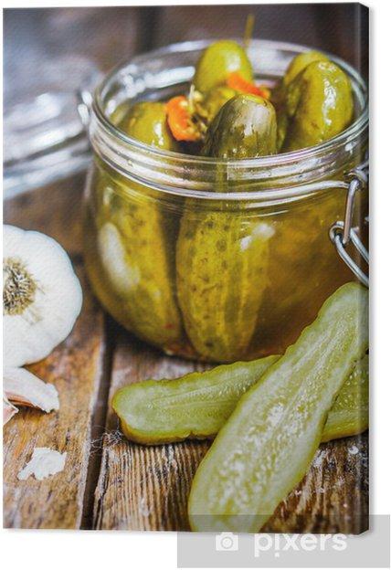 Canvas Pickles met knoflook in glazen pot op rustieke houten achtergrond - Thema's