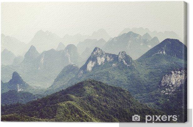 Canvas Retro getinte foto van karst formaties landschap rond guilin op een mistige dag. het is een van China's populairste toeristische bestemmingen. - Landschappen