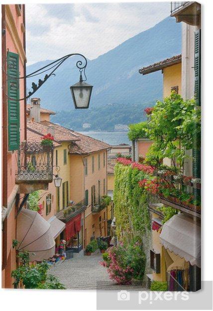 Canvas Schilderachtig uitzicht stadje straat in Comomeer Italië - iStaging