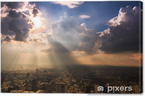 Canvas Stralen van het licht schijnt door de donkere wolken in Bangkok, Thailand - Thema's