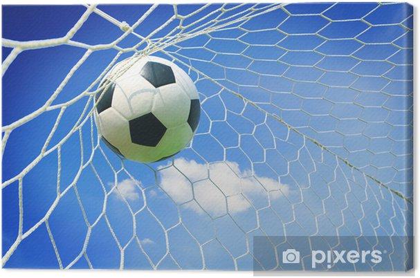 Canvas Voetbal bal in doel met blauwe hemel - Team sport