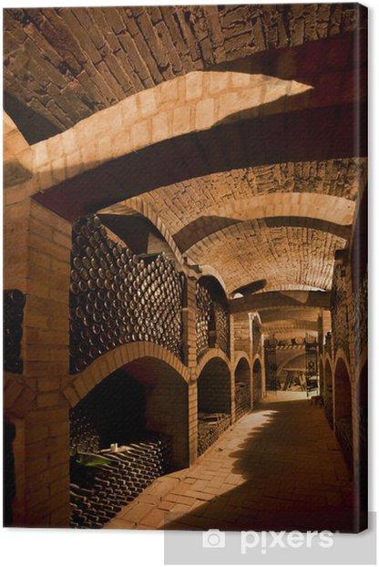 Canvas Winebottles gestapeld in de oude kelder van het wijnhuis. - Alcohol