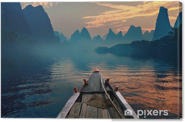 Canvastavla En båt rida i en flod vid solnedgången bredvid en vacker mount - Landskap