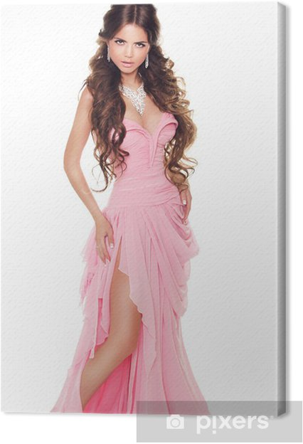 c0e2731c1a67 Canvastavla Hellång porträtt av en vacker kvinna i romantiska rosa klänning  är - Skönhet och Kroppsvård