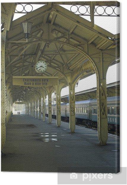 """Canvastavla Tågstation, hängande klockor, """"Ha en trevlig resa"""" skylt - Teman"""
