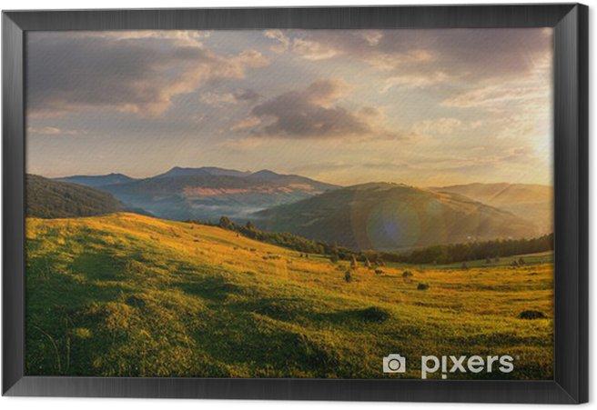 Çerçeveli Tuval Günbatımında dağlarda tarım alanı - Panorama