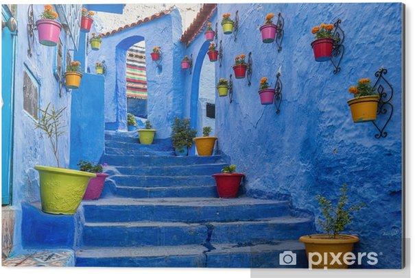 Cuadro en Dibond Escalera de color azul y la pared decorada con macetas de colores, Chefchaouen Medina en Marruecos. - Viajes