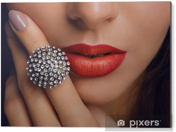 Cuadro en Dibond Labios rojos con el anillo. Maquillaje - Temas