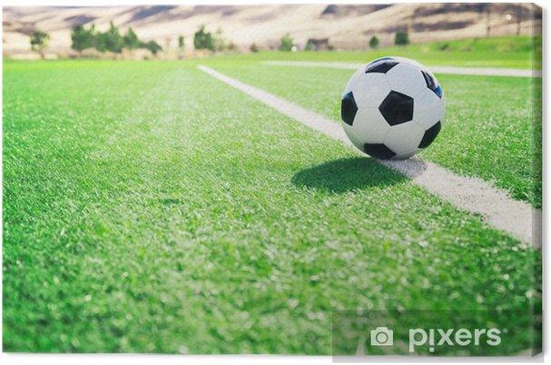 Cuadro en Lienzo Balón de fútbol tradicional en el campo de fútbol - Deportes