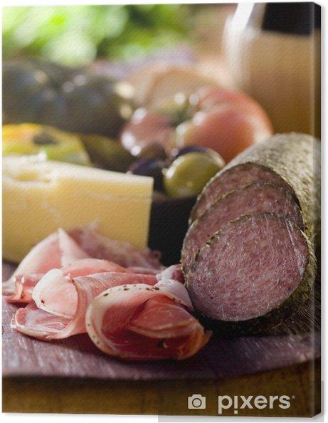 Cuadro en Lienzo Disco de madera rústica con carne, queso y verduras. - Temas