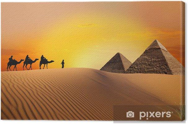 Cuadro en Lienzo Pirámide, camellos y puesta del sol - Desierto