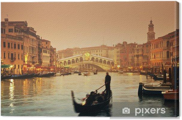Cuadro en Lienzo Rialto Puente y góndolas en una tarde de otoño con niebla en Venecia. - Temas