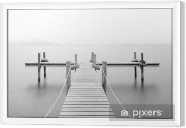 Cuadro Enmarcado Muelle de madera en el lago. Niebla. Larga exposición. En blanco y negro. - Paisajes