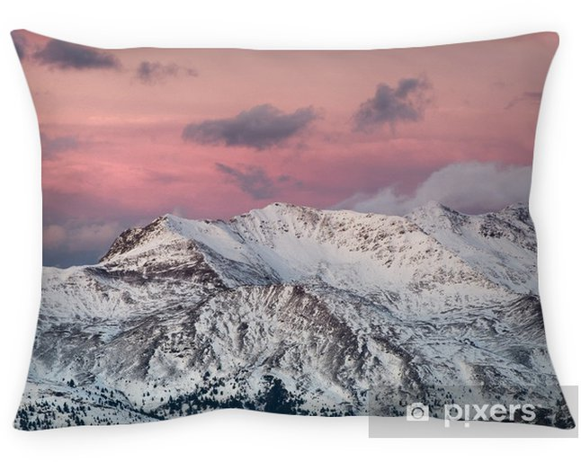 Decoratief sierkussen Bergpanorama in het Italië tijdens zonsondergang. prachtig natuurlijk landschap in de berg van Italië - Landschappen