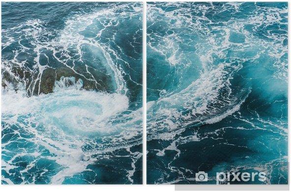 Diptyque Vagues d'eau mousseuses vertigineuses, tourbillonnantes à l'océan, photographiées d'en haut - Paysages