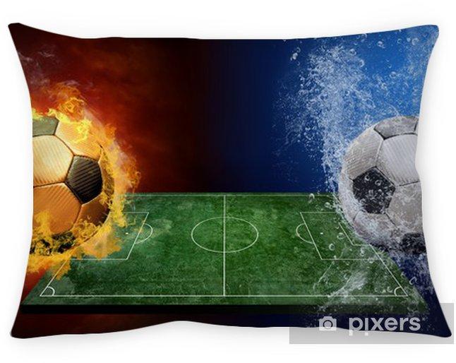 Federa per cuscino Gocce d'acqua e fuoco fiamme intorno pallone da calcio sullo sfondo - Gare e Competizioni