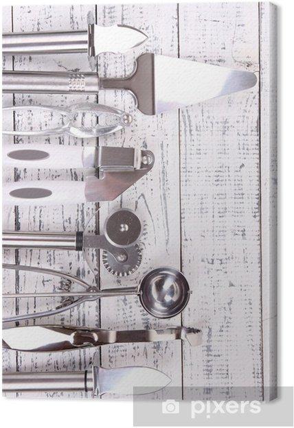 Metal køkkenredskaber på bordet nærbillede Fotolærred -