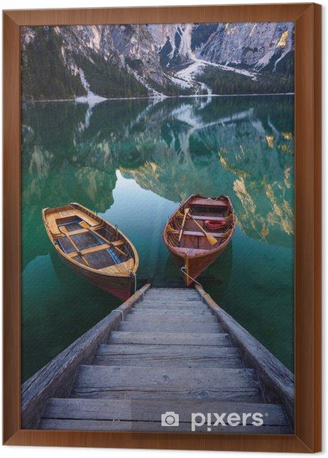 Ingelijst Canvas Boten op het Meer van Braies (Pragser Wildsee) in de Dolomieten mounta - Landschappen