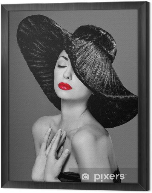 Ingelijst Canvas Prachtige vrouw in een hoed - Mode