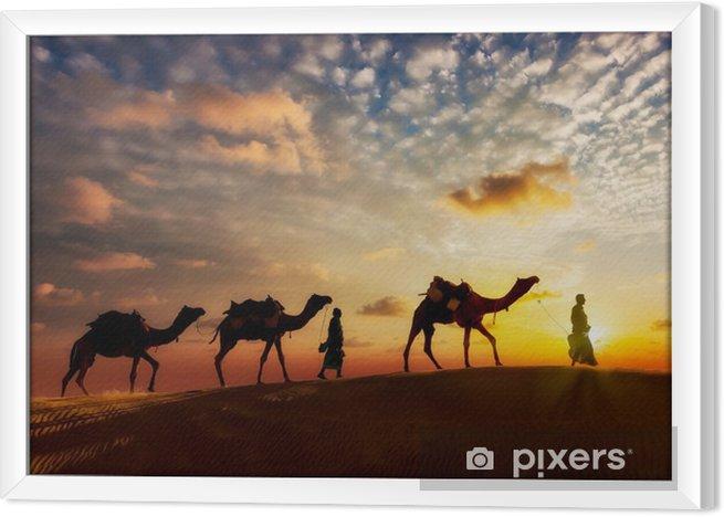 Ingelijst Canvas Twee kameeldrijvers (kameeldrijvers) met kamelen in de duinen van de Thar deser - Reizen
