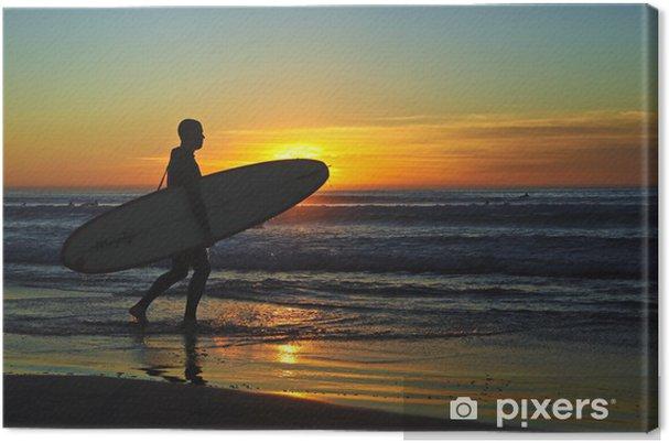 Surffaa auringonlaskun aikaan Kangaskuva - Vesi