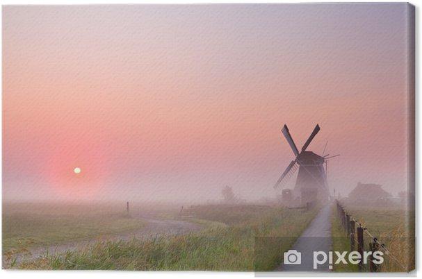 Tuulimylly ja nouseva aurinko sumussa Kangaskuva - Mills and windmills
