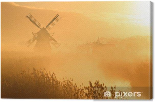 Tuulimylly ja sumuinen auringonnousu Kangaskuva - Mills and windmills