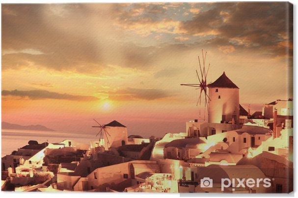 Tuulimyllyt santorini vastaan auringonlasku, kreikka Kangaskuva -