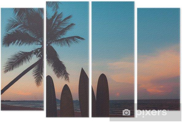 Kwadryptyk Sylwetka deska surfingowa na tropikalnej plaży o zachodzie słońca w lecie. krajobraz lato plaża i palmy o zachodzie słońca. vintage odcień koloru - Sport