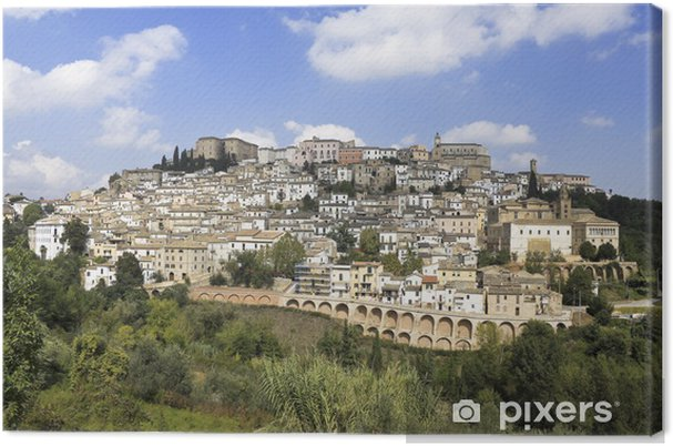 Leinwandbild Abruzzen, Italien: mittelalterliche Stadt Loreto Aprutino oben auf einem Hügel - Europa