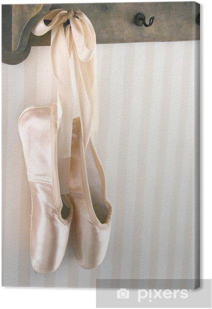 official photos f8fa5 057d3 Leinwandbild Ballett Spitzenschuhe von Holzgestell hängen