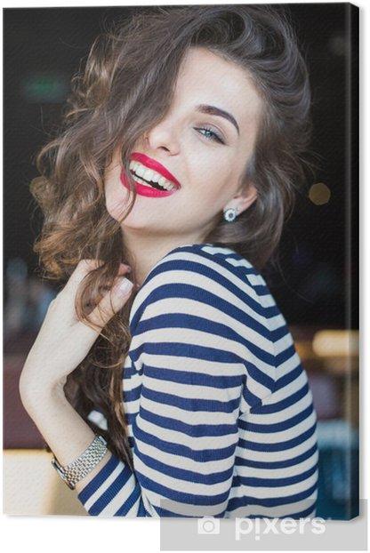 Leinwandbild Close up Portrait der schönen lächelnden jungen Frau - Menschen