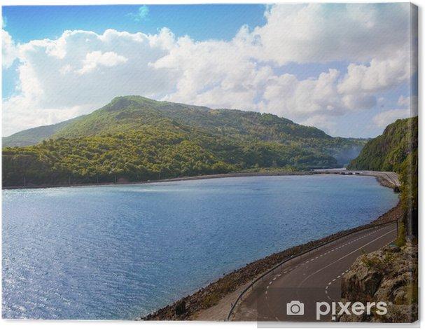 Leinwandbild Die Straße zwischen Hügeln am See. Mauritius ... - Afrika