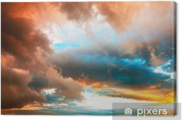 Leinwandbild Dramatischer Abendhimmel mit kräftig gefärbten Wolken - Himmel