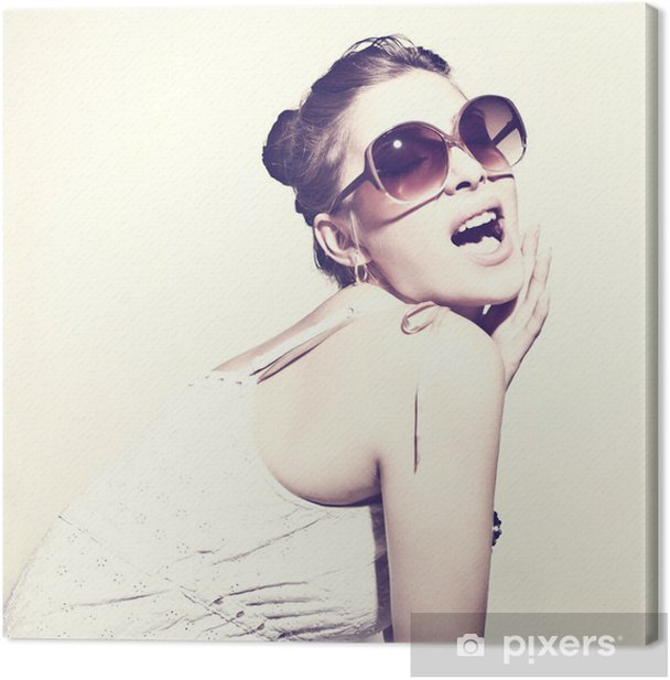 Leinwandbild Fashion Porträt einer schönen jungen Frau mit Sonnenbrille - Themen