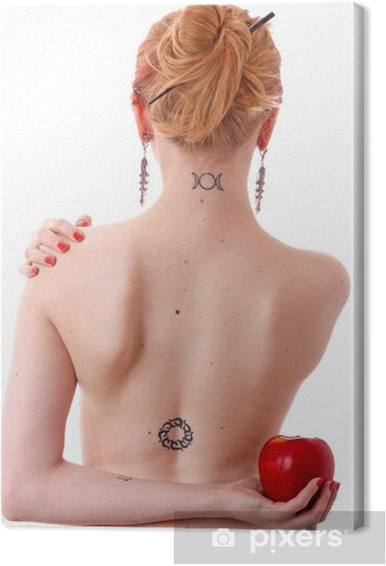 tattoo am hals frau