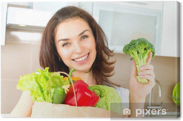 Leinwandbild Glückliche Junge Frau mit Gemüse in der Einkaufstasche. Diät-Konzept - Gerichte