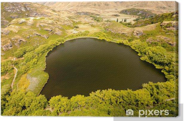 Leinwandbild Grüne Oase im trockenen Hochland von Central Otago, NZ - Ozeanien