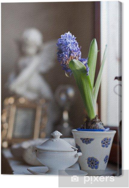 Leinwandbild Intérieur de maison et fleur bleue