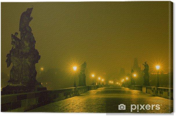 Leinwandbild Karlsbrücke in Prag (Tschechische Republik) an der Nachtbeleuchtung - Europäische Städte
