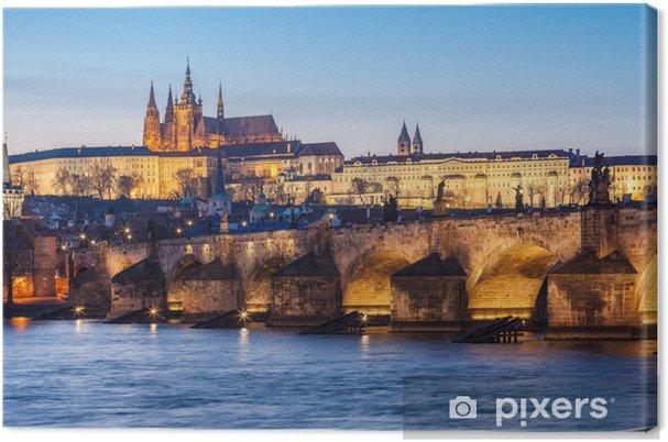 Leinwandbild Karlsbrücke und Burg in Prag in der Abenddämmerung - Prag